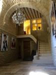 salle intermédiaire vers étage atelier galerie Uzès
